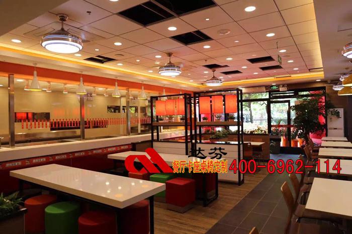 盅国味中式快餐厅桌椅客户现场拍摄图1