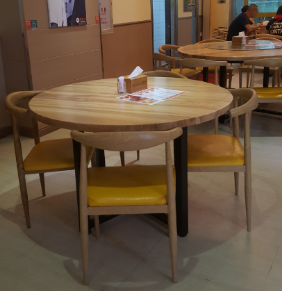 阿皇仔烧鹅卡座桌椅提升,阿皇仔卡座桌椅,阿皇仔桌椅定制于达芬家具厂家400-6962-114