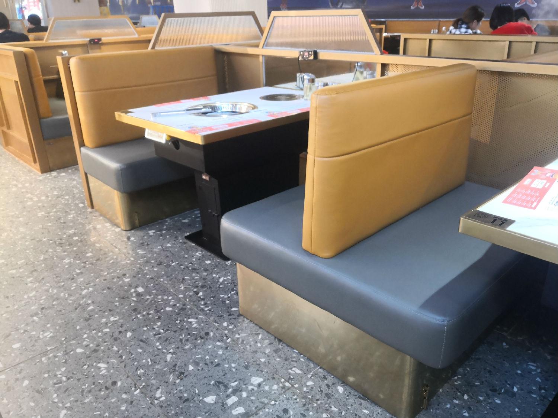 天益城店:牛佳客自助烤肉火锅店卡座桌椅