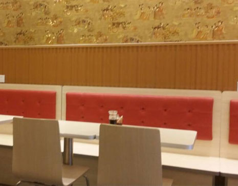 湖北襄阳一口鲜水饺餐厅卡座沙发桌椅