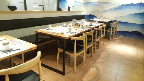 藤之屋日式料理.实木桌椅